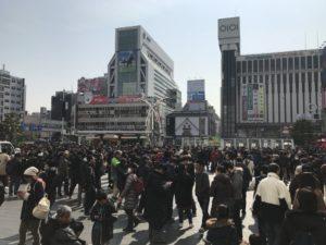 【ポケモンGO速報】錦糸町駅前がコミュニティデイによりカオスな状況に!全盛期を思い出す光景!